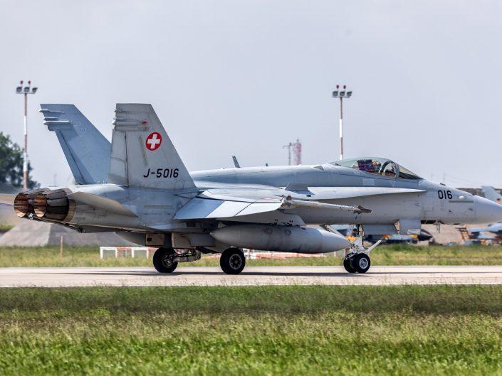 McDonnell Douglas F/A-18C Hornet (J-5016)
